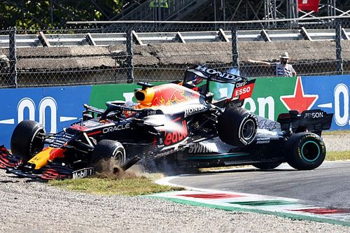Az F1 olyan 360 fokos felvételt adott ki a Hamilton-Verstappen ütközésről, amitől a hideg is ki fog rázni