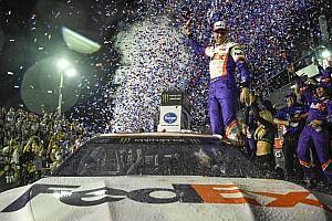 Danny Hamlin 2019 Daytona 500'ü kazandı, JGR ekibi ilk üçü kapattı