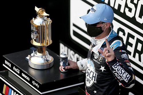 NASCAR: Após disputa insana, Harvick segura Kyle Busch e vence em Bristol