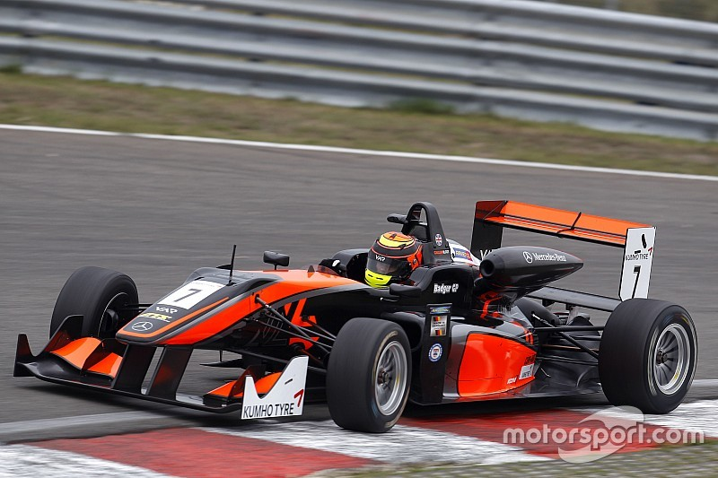 Masters of F3: Ilott takes pole for qualifying race