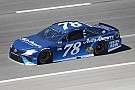 NASCAR Cup Truex Jr vince in Kansas tra tanti incidenti, Almirola finisce in ospedale