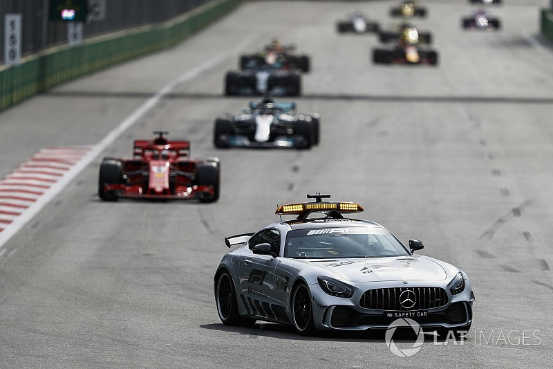 Hamilton protesta perché Seb ha fatto l'elastico al restart dalla safety car