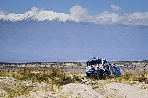 Dakar Resumen de la etapa Villagra pelea a un segundo el liderato de los camiones
