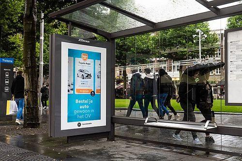 Promoted: Auto.nl opent 'tijdelijke vestiging' voor OV-mijders in bushokje