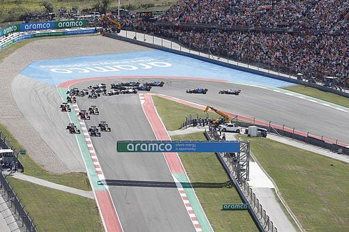 """Hamilton: """"Verstappen'i lastiklerim aşırı ısındığı için geçemedim"""""""