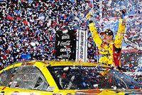 Daytona 500'de son turda lider takım arkadaşları kaza yaptı, Michael McDowell kazandı