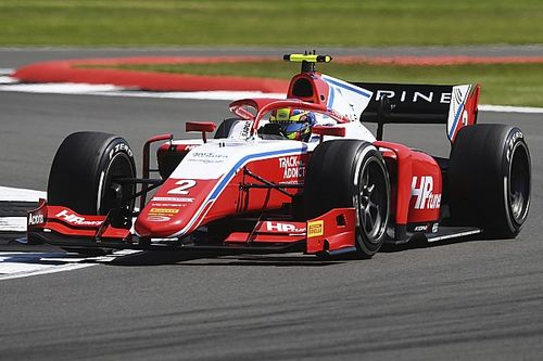 Piros zászlóval ért véget az F2 időmérője, Piastri a pole-ban!