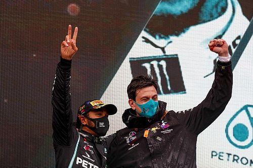 """Wolff, Hamilton'ın 2022'de Mercedes'ten ayrılmasını """"hayal edemiyor"""""""
