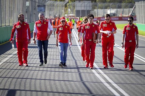 Формула 1 Самое интересное Пешком по Мельбурну. Гонщики впервые в сезоне прогулялись по трассе