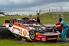 Supercars Претендент на титул в Supercars перевернулся во время гонки
