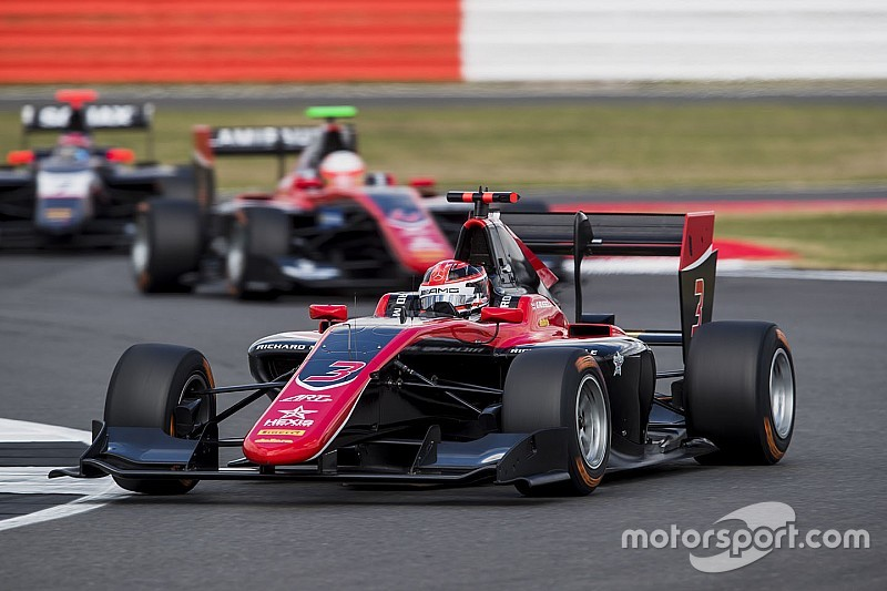Silverstone GP3: Russell passes Hubert to take home victory