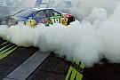 NASCAR Дым, овалы и американский флаг. Как гонщики NASCAR праздновали победы