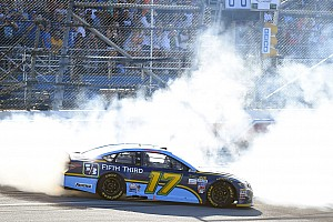 Monster Energy NASCAR Cup Yarış raporu Stenhouse, son tur atağıyla NASCAR'da ilk zaferini kazandı