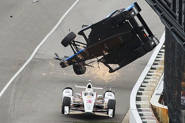 IndyCar Toplijst Foto's: de crash van Scott Dixon in de Indy 500