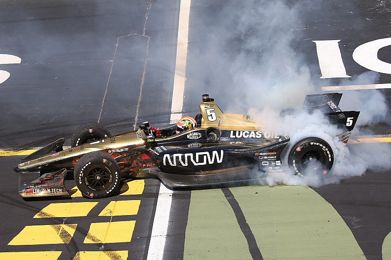 Iowa IndyCar: Hinchcliffe wins, Newgarden suffers in bizarre finish