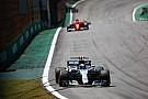 Forma-1 A Mercedes a győzelmek és a rajtelsőségek számában is fölényesen veri a Ferrarit