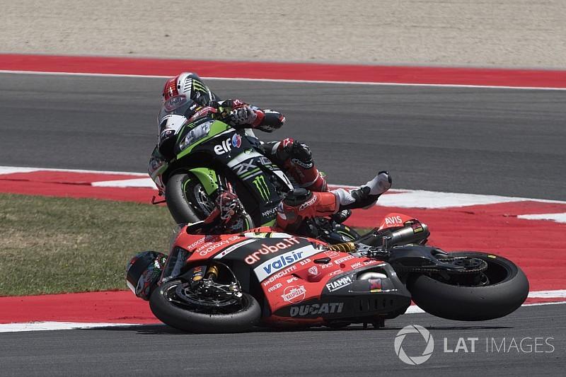 Davies sufre una fractura tras la colisión con Rea