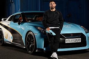 Automotive Noticias de última hora El Kun Agüero y el Nissan GTR con los colores del Manchester City