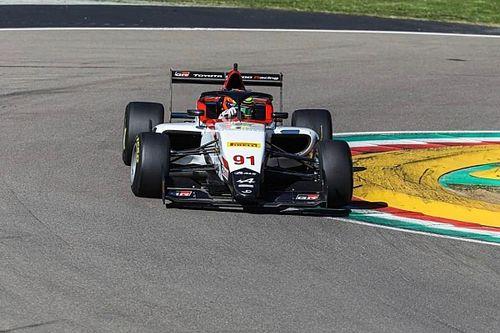 Eduardo Barrichello testa carro de fórmula na Europa pela primeira vez