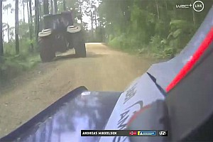 Un error de un tractor dejó fuera a Mikkelsen del Rally de Australia