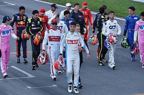 Пилоты Формулы 1 отказались от общего коленопреклонения