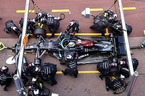 """Mercedes: """"Alleen bij FIA geïnformeerd naar veiligheid pitstops"""""""