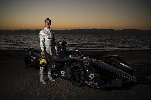 """فريق """"مرسيدس إي كيو للفورمولا إي"""" يزور نيوم قبيل انطلاق سباق الدرعية"""