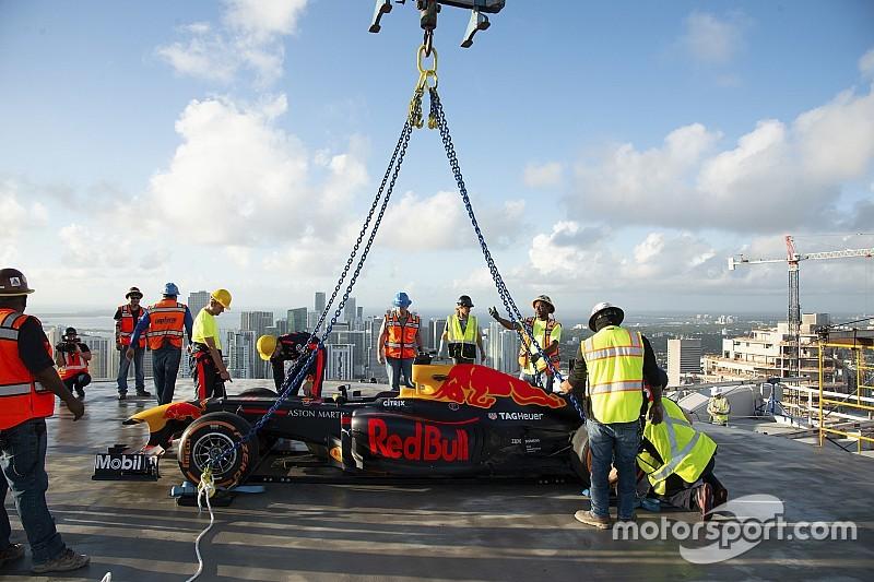 Egy felhőkarcoló tetején pörgött az F1-es Red Bull: Hello, Miami!
