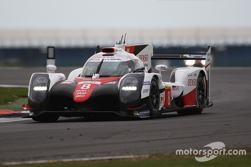 Toyota показала лучший результат первой тренировки в «Сильверстоуне»