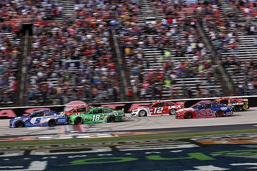 Late-race setbacks for several playoff drivers at Texas