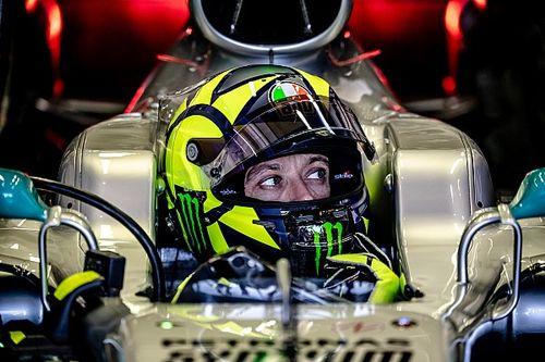 Valentino Rossi è da F1, vinto il confronto con Lewis Hamilton