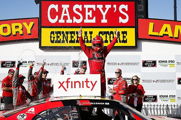 Justin Allgaier fends off Bell for Xfinity Series win at Iowa