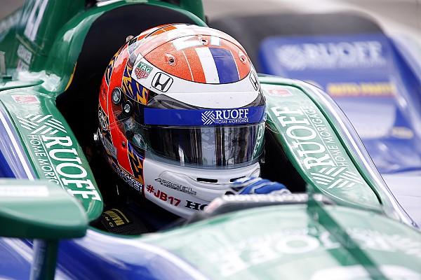 Com pista molhada, Rossi garante pole em Detroit