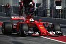Vettel lidera manhã de teste; McLaren e RBR quebram