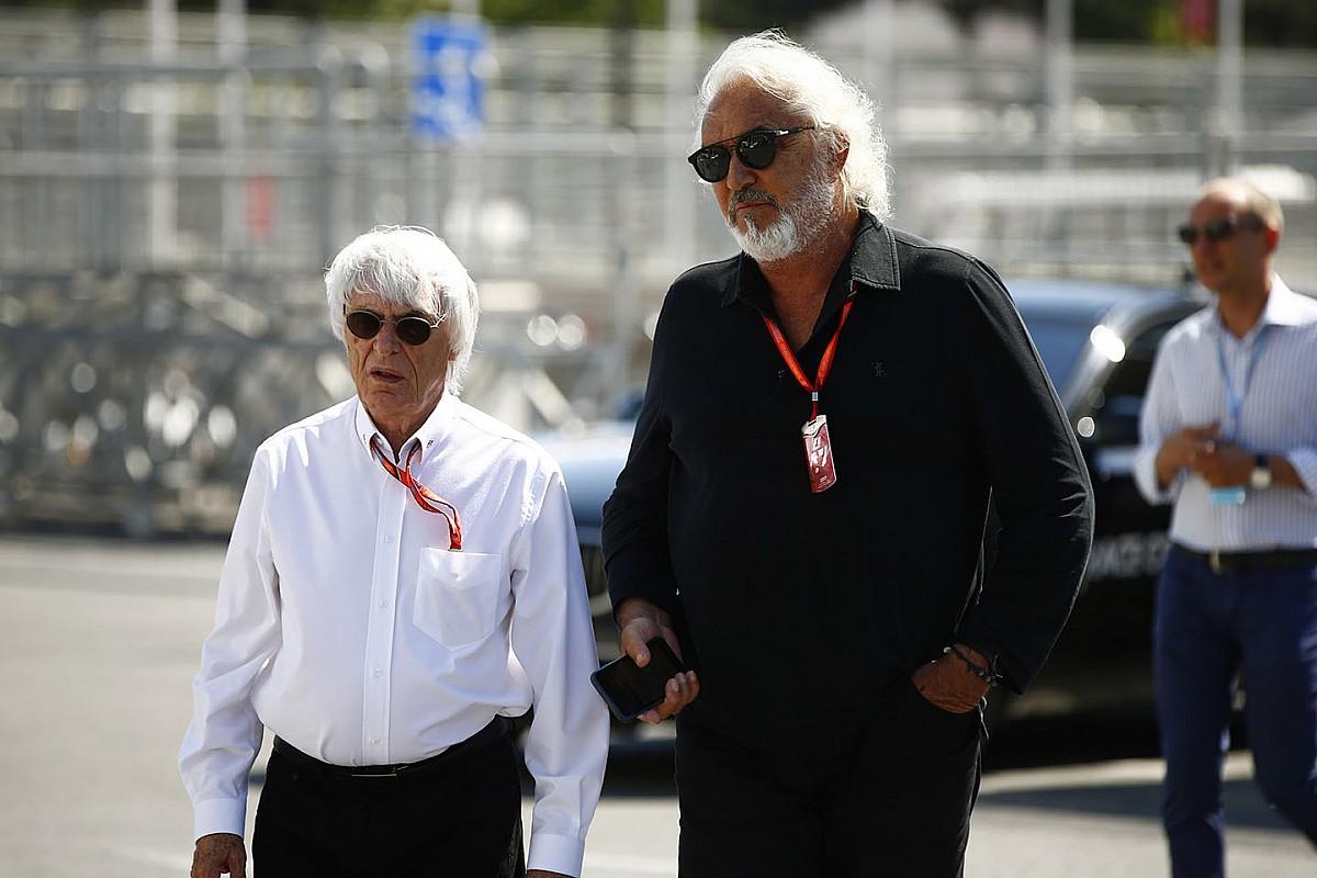 Ütős szelfi a két F1-es legendával: Ecclestone és Briatore