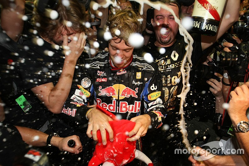 Leclerc és Verstappen megdöntené Vettel rekordját
