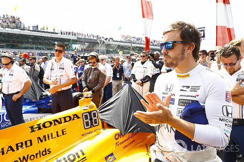 """Alonso diz querer explorar além do """"mundo pequeno"""" da F1"""