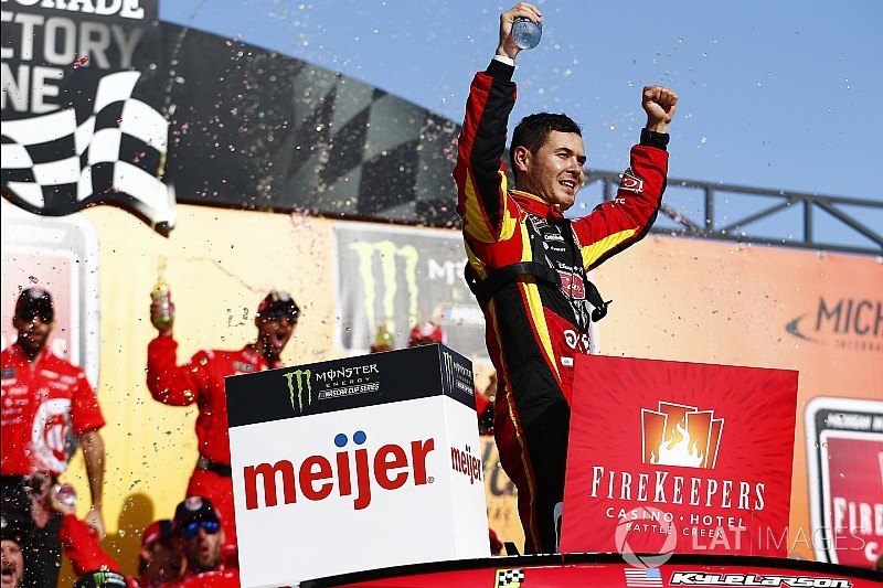Larson takes Michigan win after late-race pass on Kyle Busch