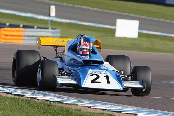 سباقات الطراز القديم تقديم سيارات الفورمولا واحد في مواجهة نظيراتها من