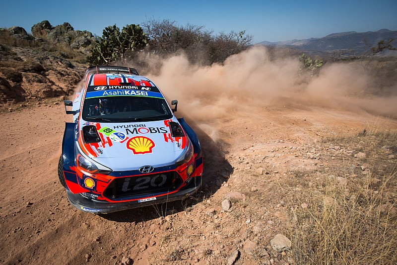 Mexico WRC: Mikkelsen leads, puncture for Neuville