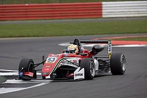F3 Europe Relato da corrida Ilott domina corrida 3 e vence em Silverstone; Piquet é 11º