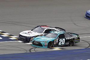 NASCAR XFINITY Crónica de Carrera Hamlin venció a Byron en final de fotografía en Michigan