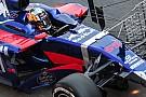 A 2017-es Toro Rosso lelassítva a kanyarban!