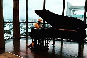Відео: Хемілтон навчився грати на фортепіано
