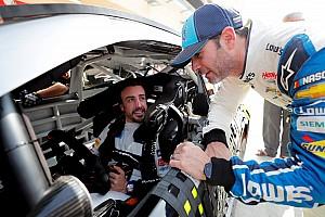 Vídeos: así fue el primer test de Alonso en un coche de NASCAR