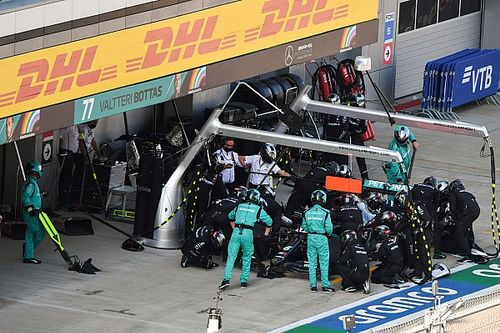 Mercedes: F1 tyre concerns triggered early Hamilton stop