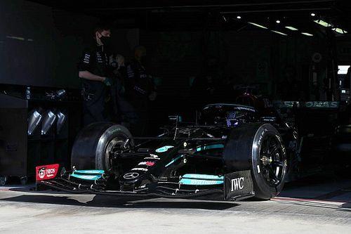 """Hamilton completa dos grandes premios en Imola con los Pirelli de 18"""""""