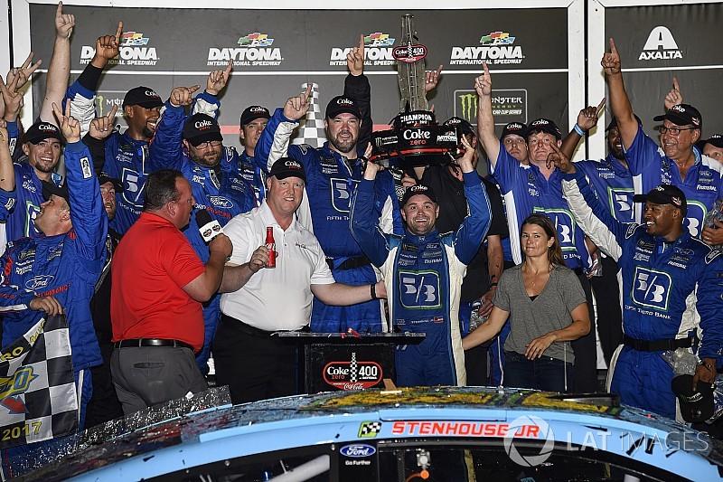 VIDEO:  Ricky Stenhouse Jr. y su equipo narran la victoria en Daytona