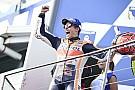 Marquez doet goede WK-zaken met winst in Australië, P13 Dovizioso