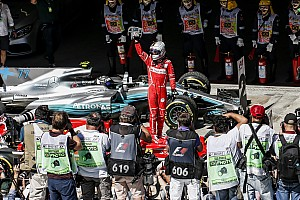 Формула 1 Спеціальна можливість Історія однієї світлини: Феттель і Ferrari знову перемагають